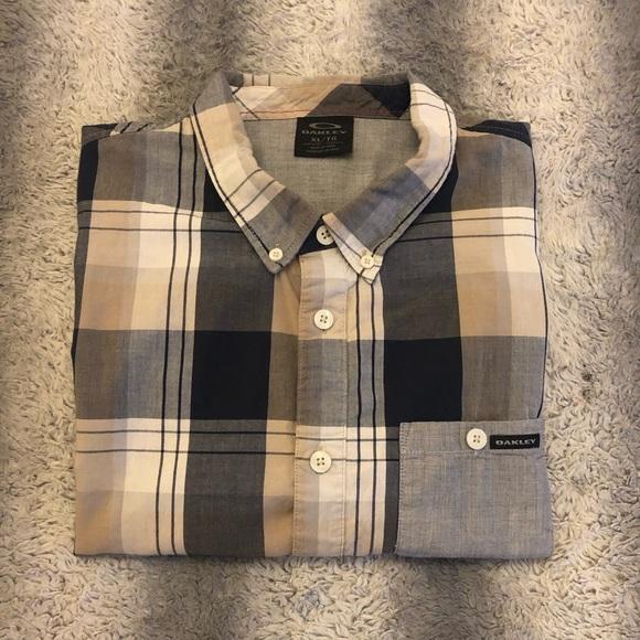 Oakley Other - 😎 Oakley Casual Short Sleeve Button Up Men's XL